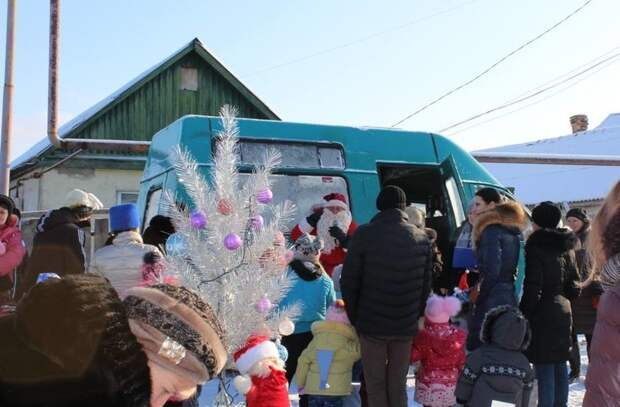 Бывает Дед Мороз проездом, на маршрутке весело, деревня, интересно, новый год, село, юмор
