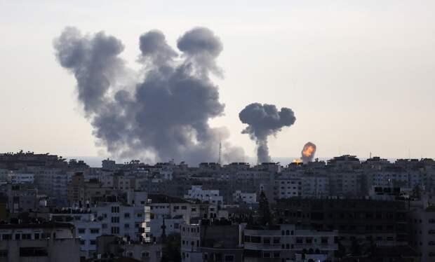 Израиль нанес удары по объектам ХАМАС в ответ на атаку шарами с зажигательной смесью