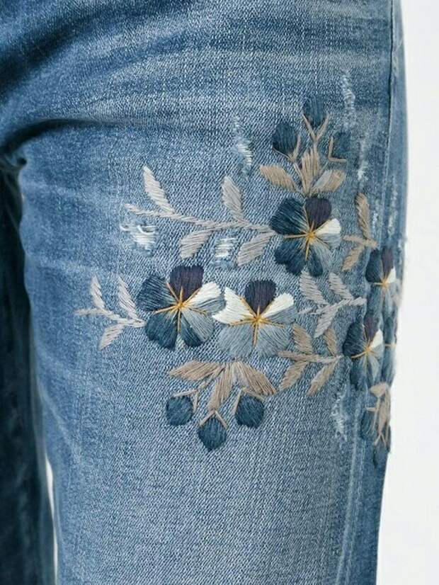Тональная вышивка на джинсах