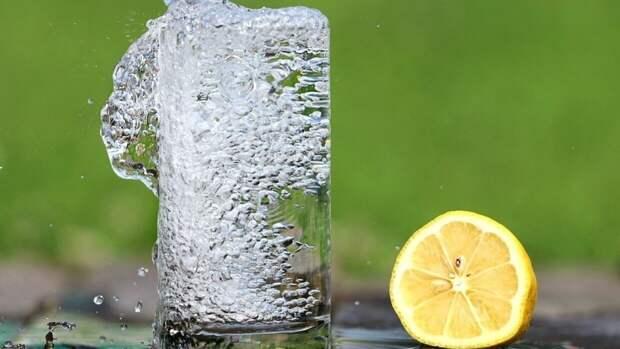Диетолог назвал комфортную температуру питьевой воды
