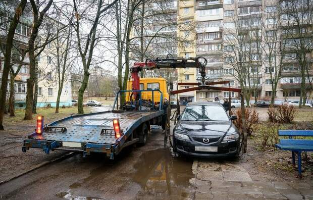 Новый закон 2020. Запрет парковки коммерческих машин в жилых дворах