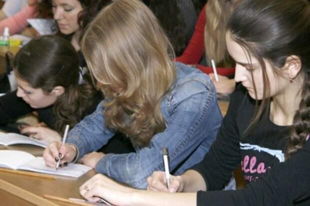 98% школьников успешно написали итоговое сочинение