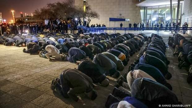 Израильские арабы во время пятничной молитвы, февраль 2021 года
