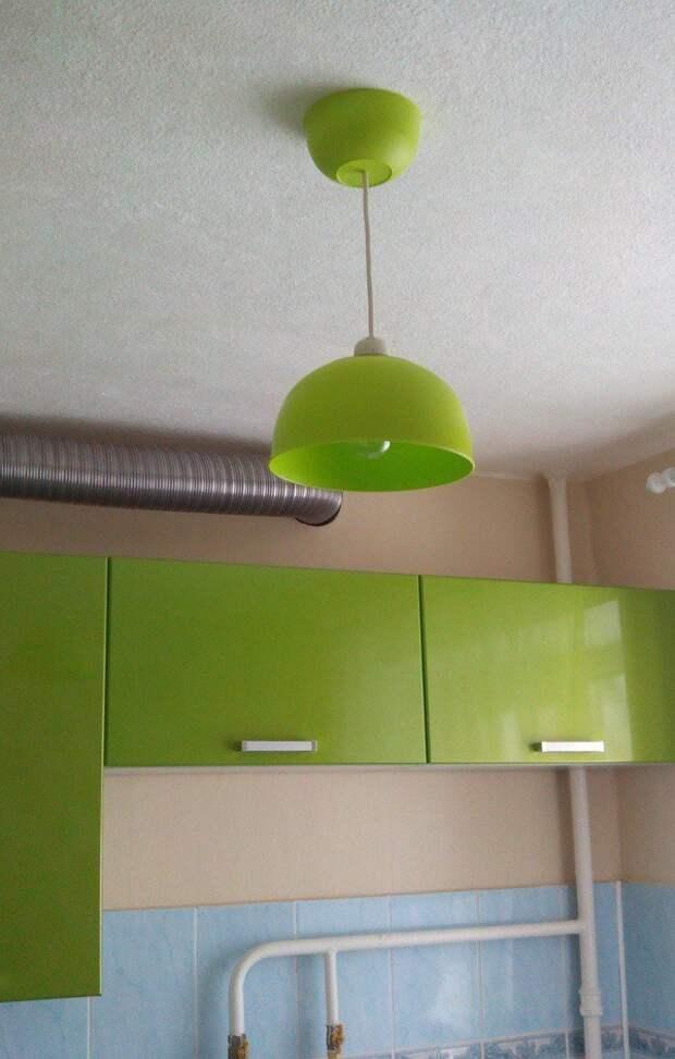 Люстра в тон кухни из двух пластиковых мисок