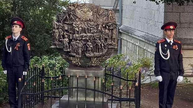 Ялтинские кадеты приняли участие в торжественном открытии памятной стелы в честь полного освобождения Крыма от фашистских захватчиков