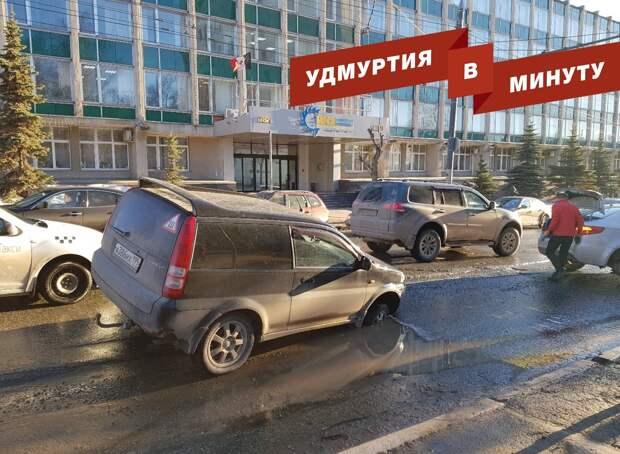 Удмуртия в минуту: провал на улице Советской и отключение электричества в Ижевске