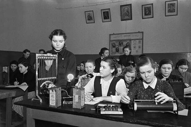 Как школьными диктантами воспитывали учеников 70 лет назад С первого класса - о войне, подвигах, гигиене и ценности труда