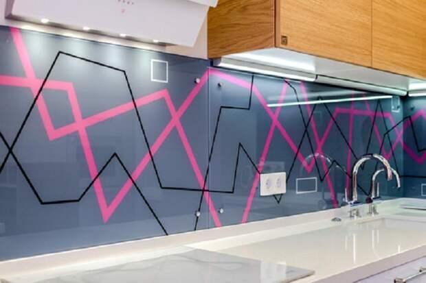 Креативное оформление рабочей стенки на кухне, что вдохновит еще на большие эксперименты.