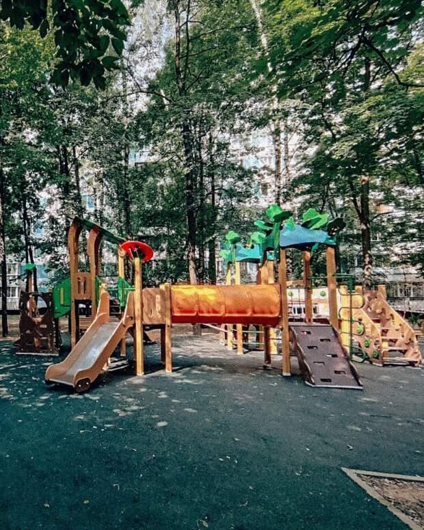 На Стартовой завершилось благоустройство детской площадки