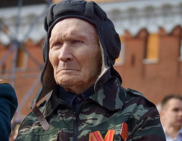 Петербуржцы рассказали, достойноли живут ветераны в России