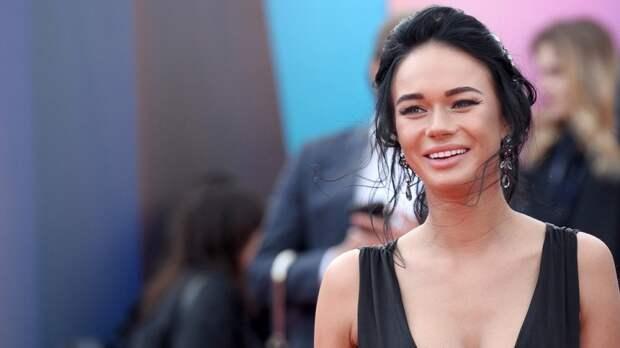 Поклонники актрисы Яны Кошкиной гадают, сколько она потратила на идеальную улыбку