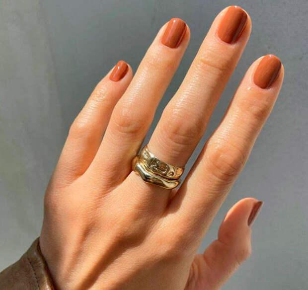 Эти 12 осенних оттенков для ногтей всегда выглядят стильно и актуально