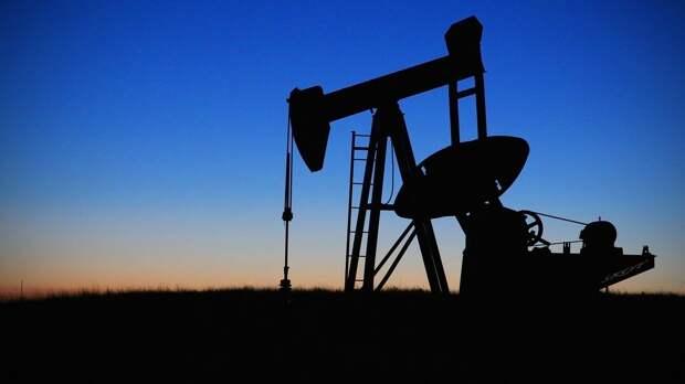 Цена нефти Brent впервые с апреля 2019 года превысила $74