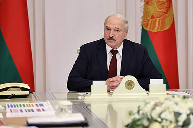 Лукашенко заявил, что протестующие перешли «красную черту»