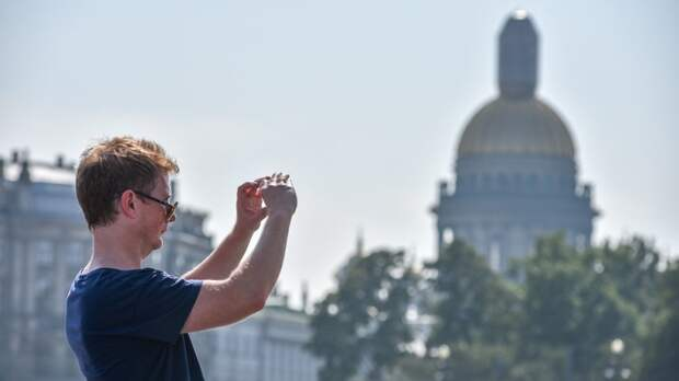 От верховых лошадей до чайных промоутеров: чего стоит опасаться туристам в Петербурге