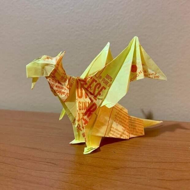 Дракон из бумаги из-под бургера