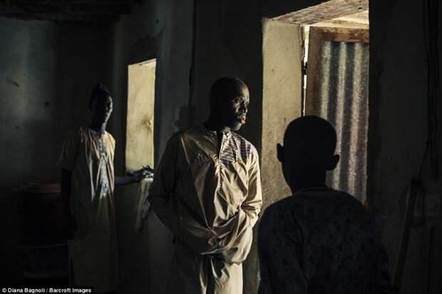 Древний обряд инициации букут до сих пор проводится в Сенегале.