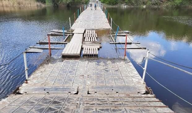 В Орске закрыли понтонный мост в парке Строителей