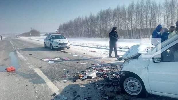 В Татарстане в столкновении двух легковушек погибли четыре человека
