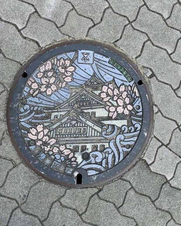 27. Крышки канализационных люков в Японии часто выглядят как произведения искусства, причем изображение для каждой префектуры свое