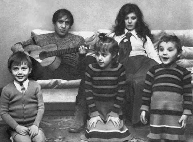 Как живут и чем занимаются дети Адриано Челентано и Клаудии Мори