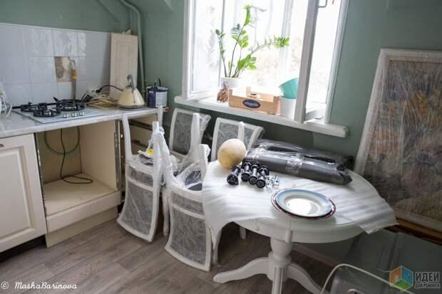 Варка на 3 конфорки, ширина 50 см (выигрыш рабочей поверхности). Не особо просторно, но можно аккуратно и одновременно разместить большую сковороду, кастрюлю и ковшик.