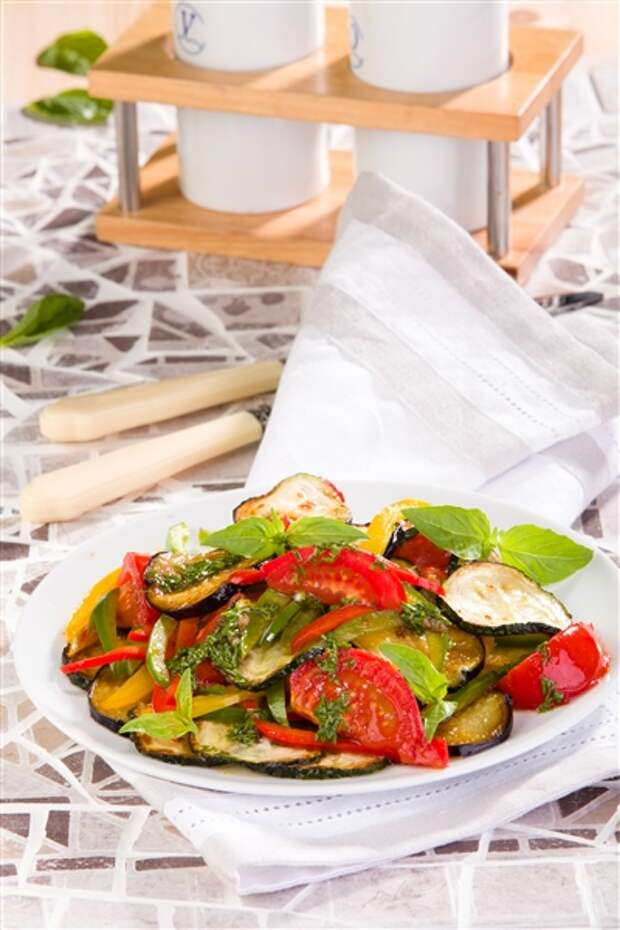 САЛАТНЫЙ ДЕНЬ. Тёплый салат из баклажанов