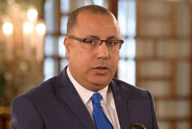Уволенный премьер-министр Туниса пообещал передать власть мирным путем