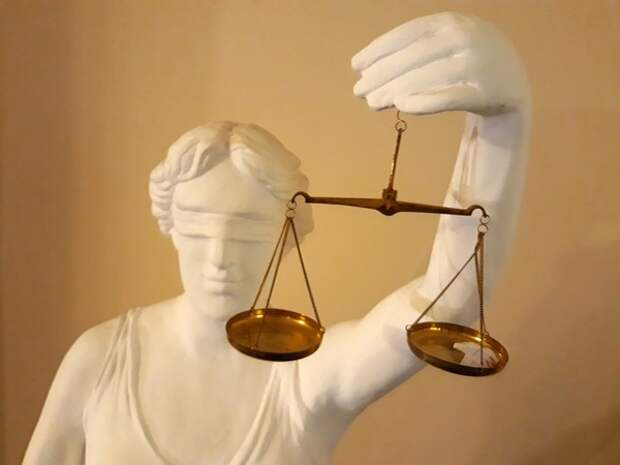 В Волгограде председатель суда попалась на взятке от жены криминального авторитета