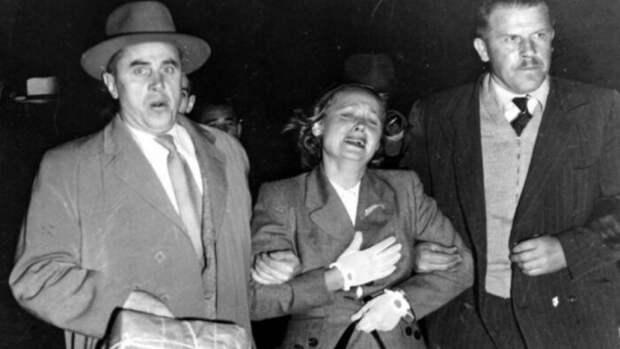 Евдокию Петрову пытались вернуть в Советский Союз силой. Аэропорт Сидней (19 апреля 1954 г.). / Фото: www.ivpress.ru