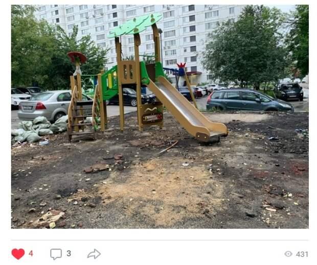 Детскую площадку в Ясном проезде восстановят до конца сентября