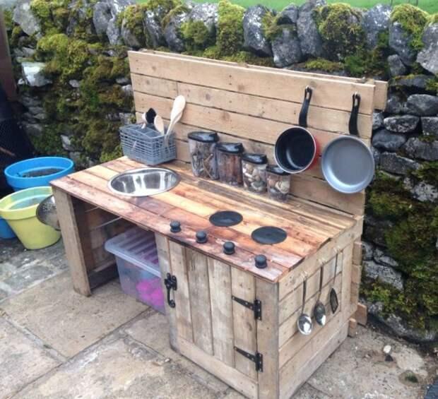 Использование палетов на даче: мини-кухня.