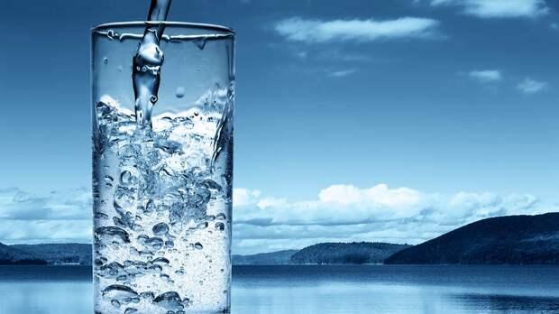 Медик заявил, что употребление воды при отсутствии жажды опасно для организма
