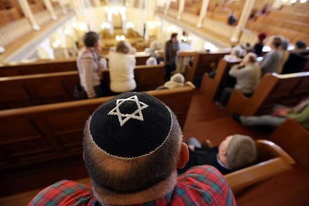 Студента, поймавшего в синагоге покемона, наградили бутылкой кошерного вина