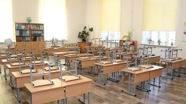 Сотрудники ЧОП следят за безопасностью школ в Петербурге