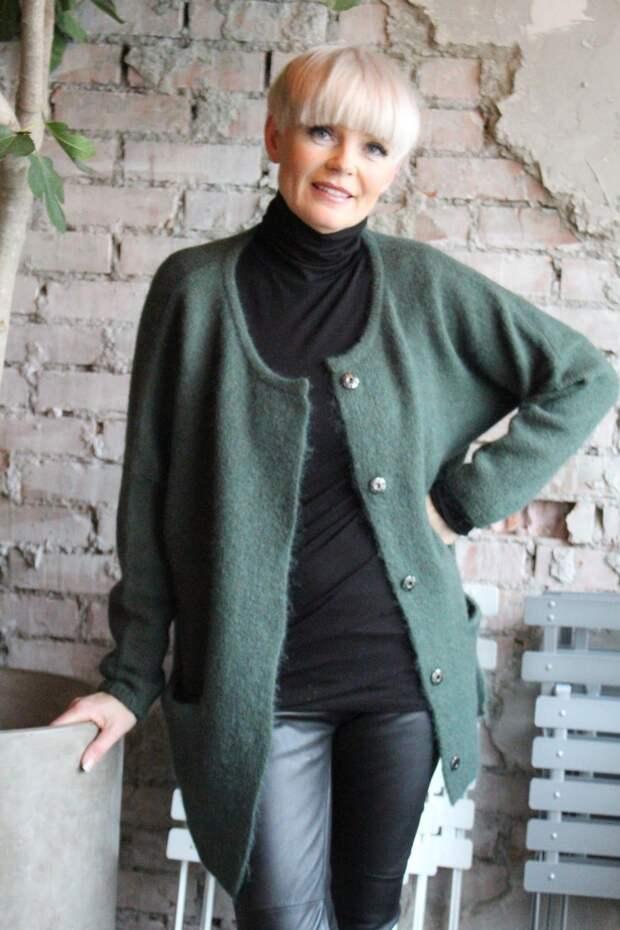 Høst + strikk = sant Deilig oversize genser 1900,- og jakke 1700,- fra Line of Oslo Skinnbukse fra Cream 2100,- Et mu… | Mote over 50, Stor mote, Moteklær