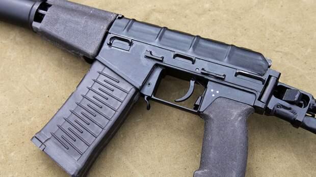Пьяный мужчина устроил стрельбу из автомата на улице Дыбенко