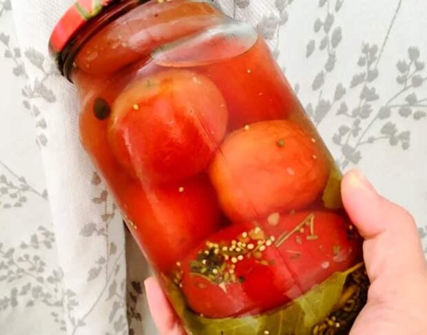 С прошлого года нашла банку: заливала 1 раз, а рассол прозрачный, помидоры вкусные, крышка на месте
