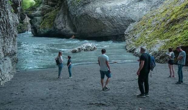 """""""Мы смотрим на последние минуты жизни!"""" Гид из Адыгеи рассказал, как река погубила трех туристов"""