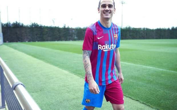 «Барселона» представила новую форму с крестом Сант-Жорди на груди справа