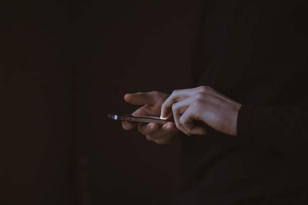 Названы 5 разновидностей приложений, которые ухудшают работу смартфона или шпионят за владельцем