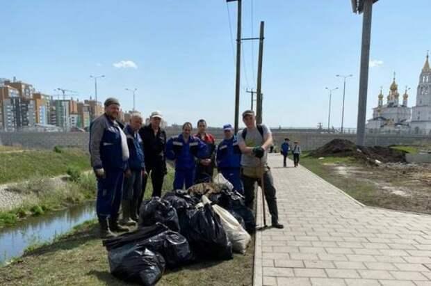 Свердловское РЭО занялось очисткой Академического района