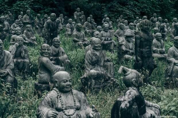 Японский фотограф случайно наткнулся на мрачный парк статуй парк, статуя, япония