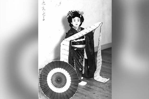 Ребенок в традиционном японском костюме