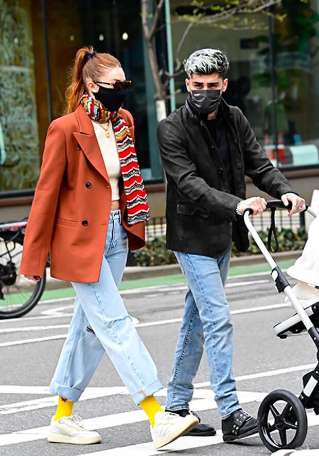 Редкий выход: Джиджи Хадид и Зейн Малик на прогулке с дочерью в Нью-Йорке