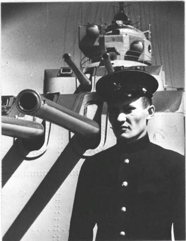 Он направлялся в порт под атакой сотни немецких бомбардировщиков! Героическая история «Ташкента»