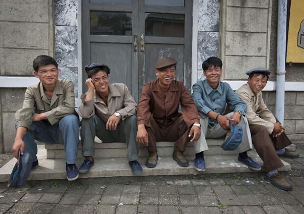 Представьте себе, они существуют: портреты жителей Северной Кореи, лица которых светятся от счастья