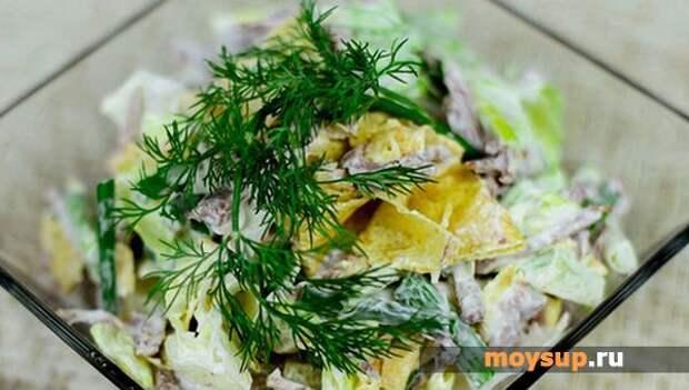 Вкусно и не банально: рецепты салатов с жареными яйцами