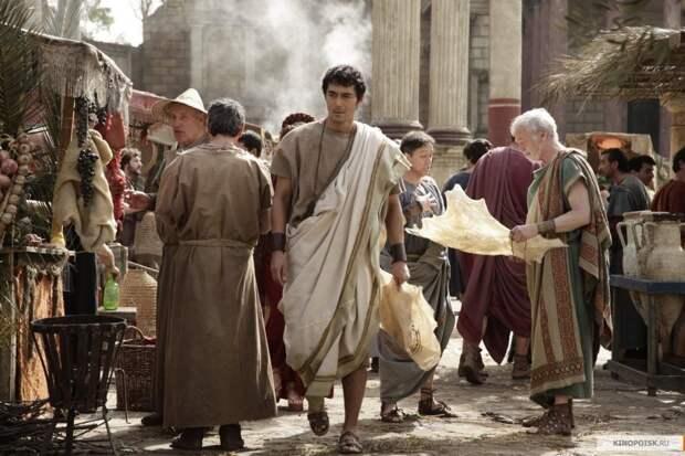 Уличная жизнь в Древнем Риме. Кадр из фильма «Термы Рима», 2012 г.