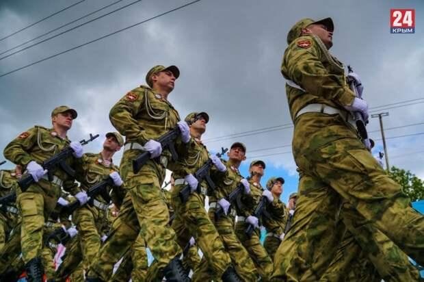 Более 500 военнослужащих и 20 единиц техники: полное видео Парада Победы в Керчи 9 мая 2021